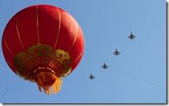 歼-11B战斗机飞过天安门广场上空